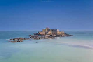 Détente face au Fort National à Saint Malo (35)