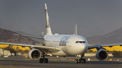 Airbus A330-223 / Wamos Air (LATAM) / EC-MTU (Vicente Quezada Duran) Tags: airbus a330223 wamos air latam ecmtu s scel scl santiago special spotter spotting avgeek aviación aviation aviacion airlines picture photography visit visita