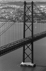 FTb_TriX_097.jpg (YannCBienMoi) Tags: trix noiretblanc street canonftb bridge lisboa portugal jour4