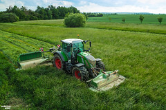First grass cut of season | FENDT // KRONE (martin_king.photo) Tags: springwork springwork2018 silage silage2018 inaction action first today outdoor machine sky martin king photo agriculture machinery machines tschechische republik powerfull power dynastyphotography lukaskralphotocz agricultural great day czechrepublic fans work place tschechischerepublik martinkingphoto welovefarming working modern landwirtschaft colorful colors blue photogoraphy photographer canon tractor love farming daily onwheels farm skylinefendtfans worker fendtglobal field green red fendtdesignline special krone kroneeasycut moweer mowers