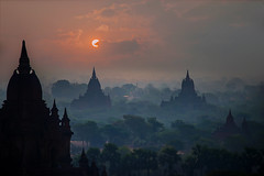 Bagan at dawn (Tati@) Tags: bagan alba pagode luce nuvole clouds dawn light