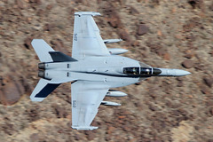 169128 (Ian.Older) Tags: ea18g growler 169128 xe502 rainbow canyon usn vx9 vampires china lake test squadron airtevron nine evaluation jet air aviation aircraft naval navy starwars low level military boeing jedi transition california death valley comoptevfor