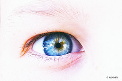 Esa mirada... (KRAMEN) Tags: mirada blue ojo eye cristal reflejo iris pestaña color colores sony