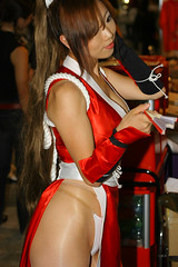 Mai Mai Mai! (Maxx Manboeuf) Tags: show game japanese tokyo babes mia hotties chicks tokyogameshow kingoffighters racequeen boothbabe tgs2006