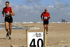 Zeeuwse kustmarathon 2006  EW_048 (Eddy Westveer) Tags: strand marathon zeeland walcheren zeeuwse oostkapelle westveer eddywestveer kustmarathon marathonzeeland marathonzeeland2006 zeeuwsekustmarathon 2006eddy wwweddywestveercom