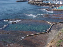 North Wollongong Rockpools 01 (ML McDermott (formerly NSW ocean baths)) Tags: australia pools baths nsw wollongong swimmingpools illawarra tidalpools auspctagged pc2500 seabaths oceanbaths oceanbathsstillinuse nswoceanbaths tidalbaths wollongongmensbaths wollongonglga seapools saltwaterpools seawaterpools