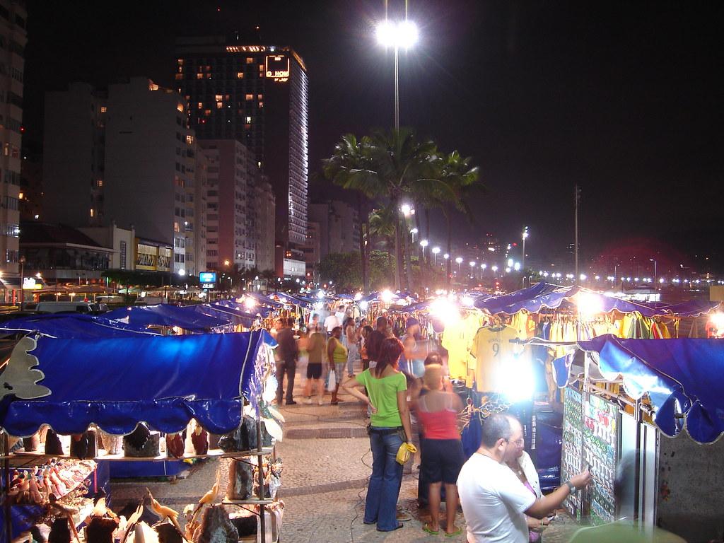 Avenida Atlântica Feirinha de artesanato Copacabana Rio de Janeiro
