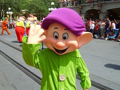 Dopey says hi (Lidwit) Tags: usa st geotagged orlando florida dwarf magic main kingdom wdw disneys