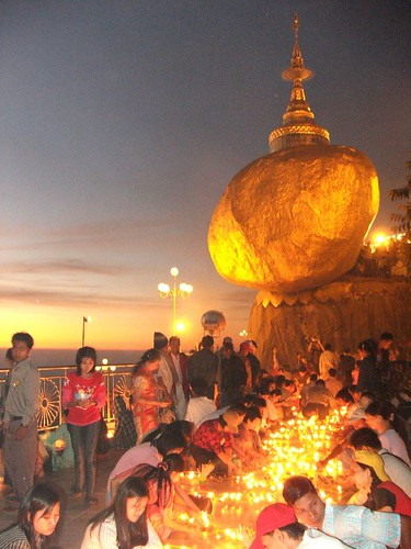 Golden Rock Myanmar Burma Kyaikhtiyo 03