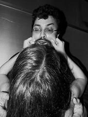 E a violência no Rio continua [The continuing violence in Rio] (Jim Skea) Tags: blackandwhite halloween mask nelson exhibition vernissage pretoebranco exposição agression tietê agressão crazyfan jimsk 20061031 cidadesinvisíveis nelsonvasconcelos mâscara galeriavirtual