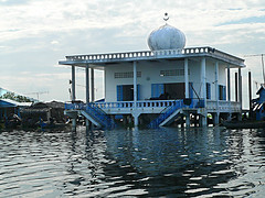 Flood 871 (oznasia) Tags: temple lumix fz20 asia cambodia southeastasia village flood muslim islam houseboat 2006 mosque panasonic housing johnstory masjid tonlesap developingworld moslem kompongchhnang oznasia