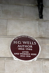 Photo of H. G. Wells brown plaque