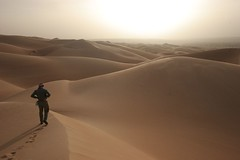 Mauritania (John Spooner) Tags: africa sun hot sahara sand alone desert dunes dune footprints peter creativecommons wilderness distance far footprint mauritania mauritanie boutros i500 johnspooner amatlich