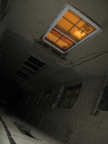 вот опять окно, где опять не спят...