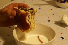 ciammella 10 (nicdalic) Tags: macro donuts crema merenda ciambella coltello alvito nocciole thebiggestgroup sonyalphadslra100 doppiostrato